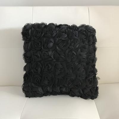 Vankúš Joyel so vzorom ruží čierny