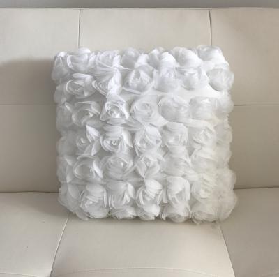 Vankúš Joyel so vzorom ruží biely